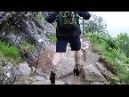 المغرب اليوم  - شاهد طالب بريطاني يتسلّق الجبال بالكعب العالي