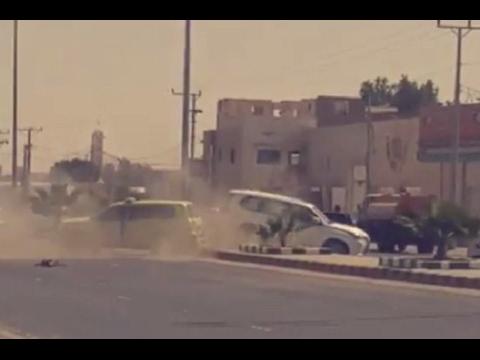 المغرب اليوم  - شاهد لحظة تعرض موكب أمير الرياض لحادث مروري