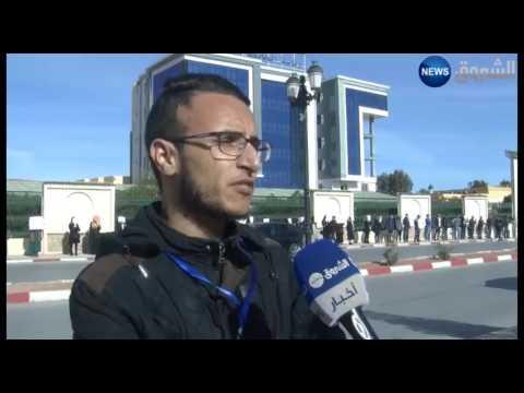 المغرب اليوم  - شاهد طلبة الهندسة المعمارية يحتجون خارج أسوار الجامعة