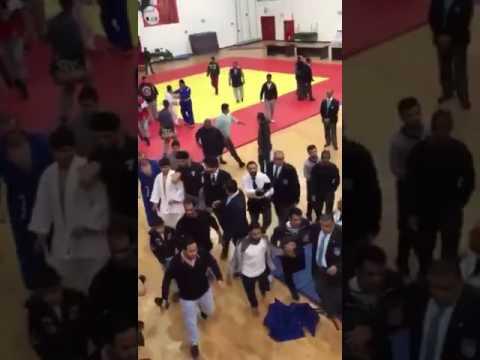 المغرب اليوم  - بالفيديو مشاجرة بالأيدي والعصي في بطولة الجودو في الكويت