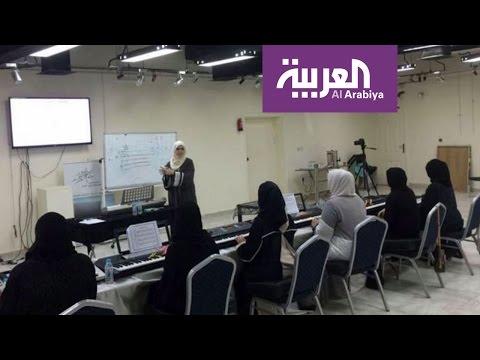 المغرب اليوم  - شاهد سعودية تثير الجدل بإعطائها دروس لتعليم البنات