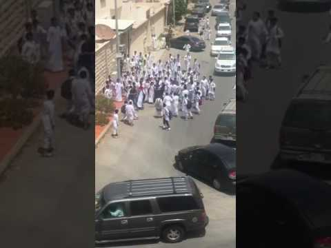المغرب اليوم  - شاهد مشاجرة عنيفة بين طلاب في السعودية