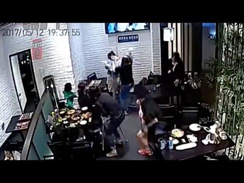المغرب اليوم  - شاهد  أم تلقن طالبة درسًا قاسيًا بسبب الاعتداء على طفلتها بالضرب