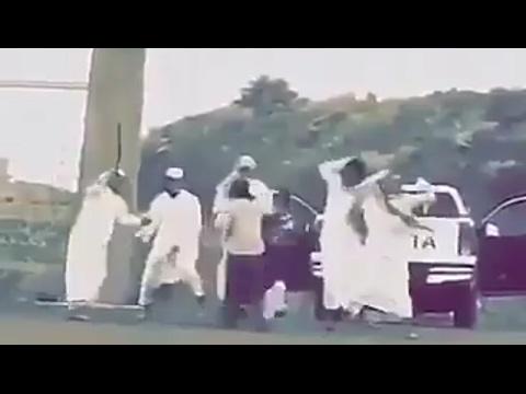 المغرب اليوم  - بالفيديو لحظة اعتداء طلاب على عامل داخل جامعة في السعودية