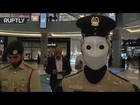 المغرب اليوم  - شاهد أول شرطي آلي في العالم يدخل الخدمة في دبي