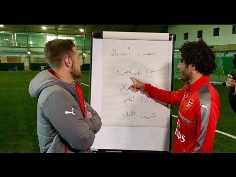 المغرب اليوم  - شاهد النني يعلم لاعبي فريق أرسنال اللغة العربية