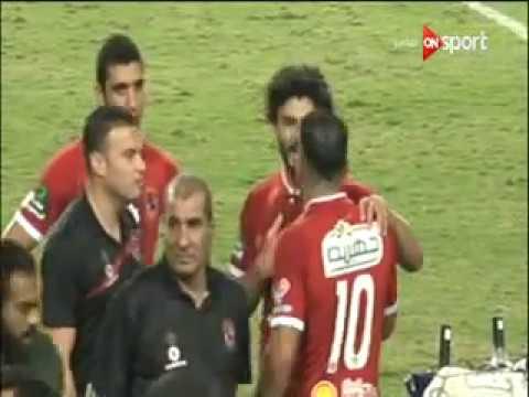 المغرب اليوم  - شاهد متعب يرفض شارة الكابتن من حسام غالي