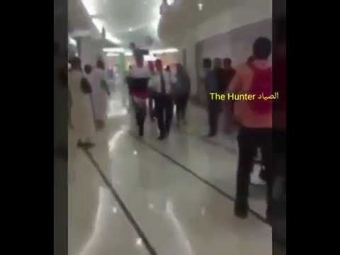 المغرب اليوم  - شاهد لحظة طرد شاب يرتدي حذاءً نسائيًا من مول سعودي