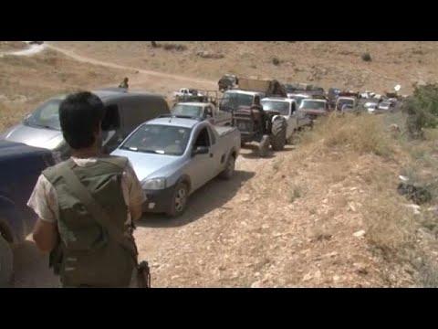 المغرب اليوم  - شاهد توقيف شبان اعتدوا بالضرب على لاجئ سوري في لبنان