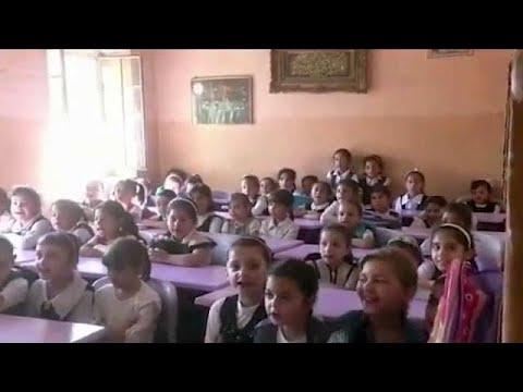 المغرب اليوم  - شاهد عودة الأطفال إلى المدارس في الموصل