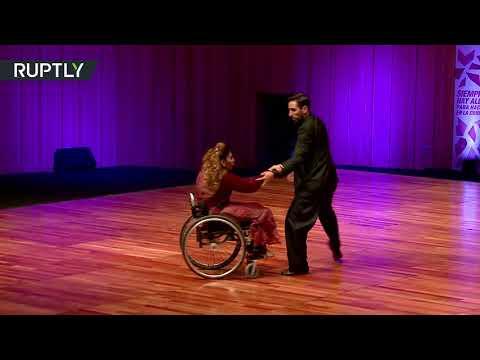 المغرب اليوم  - شاهد فتاة ترقص التانغو على كرسيّ متحرّك