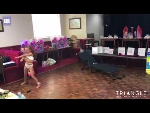 المغرب اليوم  - شاهد انتقادات حادة للأم بسبب رقصة طفلتها المثيرة