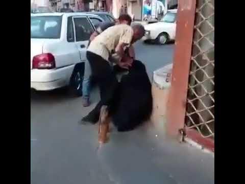المغرب اليوم  - شاهد ماذا فعل المارة مع رجل تنكر في عباءة امرأة ليتسول