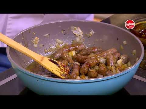 المغرب اليوم  - بالفيديو  طريقة إعداد صينية بطاطس بالسجق والثوم