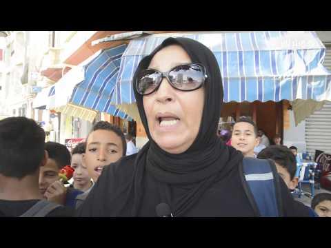 المغرب اليوم - شاهد معاناة تلاميذ مدرسة واد المخازن مع الاشارات الطرقية