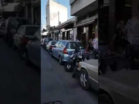 المغرب اليوم - شاهد رد فعل شاب لحظة سرقة لصين هاتفه النقال