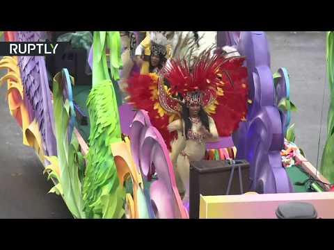 المغرب اليوم - شاهد عرض كرنفالي وسط موسكو احتفاء بمهرجان الشباب