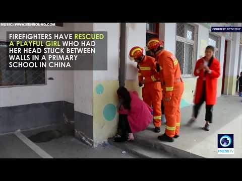 المغرب اليوم - فتاة تحشر رأسها بين جدارين في ملعب مدرسة