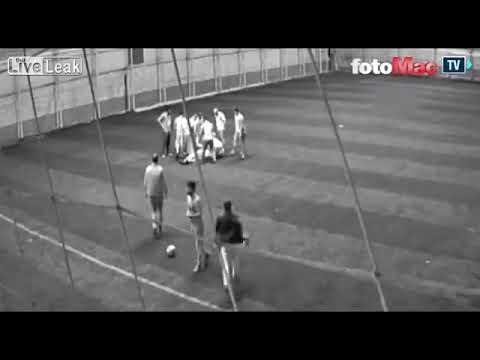 المغرب اليوم - لحظة وفاة معلم أثناء لعبه كرة القدم مع زملائه