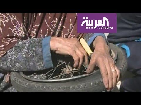 المغرب اليوم - شاهد الحاجة نجية سبعينية في إصلاح الدراجات الهوائية