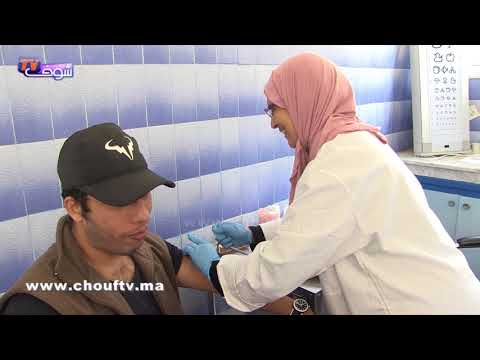 بالفيديو  مغربي يحصل على لقاح قبل السفر إلى أبيدجان