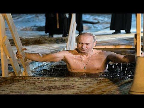 شاهد بوتين يحتفل بعيد الغطاس في بحيرة متجمدة