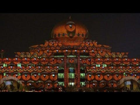 شاهد مهرجان أضواء الشارقة حضارةٌ عريقةٌ ترتدي أعمالاً إبداعية رائدة