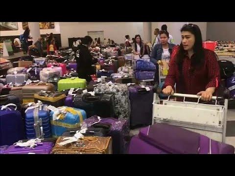 شاهد عودة مئات الفلبينيات إلى بلادهن بعد مقتل العاملة المنزلية في الكويت