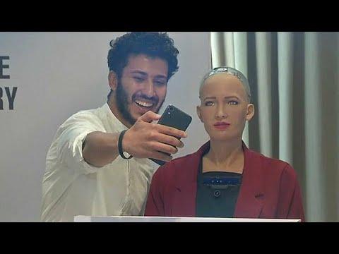 شاهد  الروبوت صوفيا تخاطب المصريين حول فوائد الروبوتات للبشرية