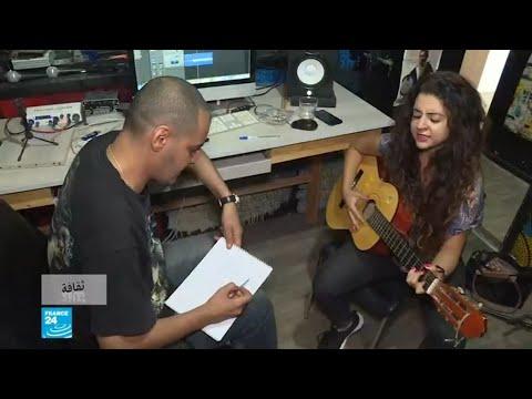 شاهد شباب تونسي يستخدم موسيقى الراب العالمية لإحياء اللغة الأمازيغية