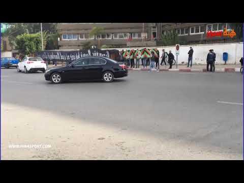 شاهد جمهور الجيش ينظم وقفة احتجاجية أمام مقر القيادة العامة للدرك الملكي