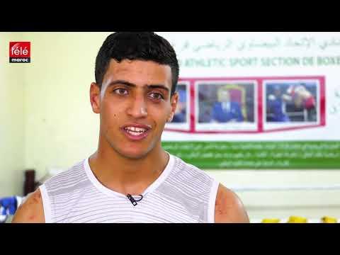 شاهد علي الساكت أحد أبطال الاتحاد البيضاوي يحاول التوفيق بين مدرج الكلية وحلبة الملاكمة
