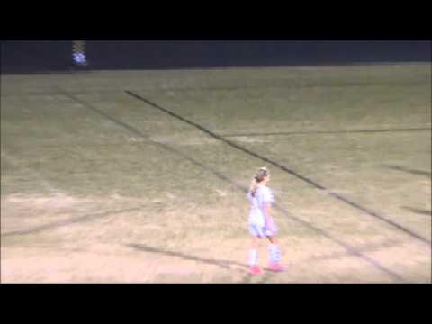 بالفيديو حارسة مرمى تطير لضرب لاعبة منافسة