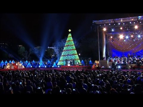 tom hanks aretha join obama to light xmas tree