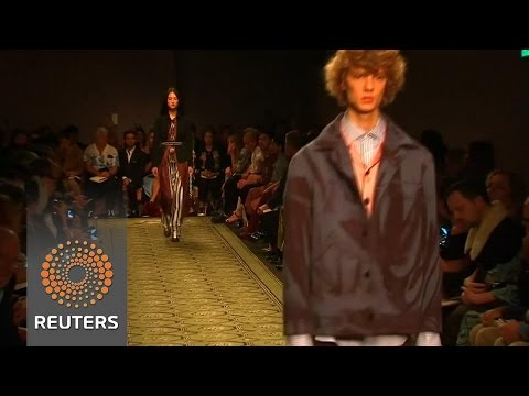 burberry presents its first seenow buynow collection at lfw