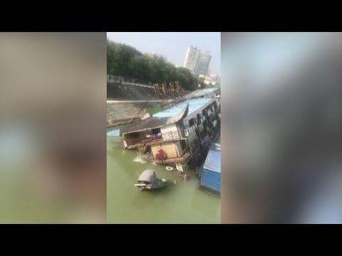 boat restaurant sinks into river