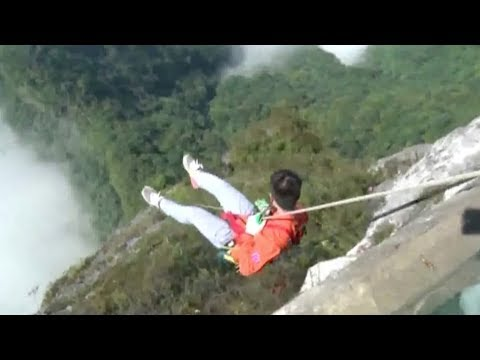 spidermen clean 1400 meter high glass skywalk