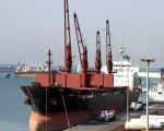 انخفاض أسعار النفط مع إعلان استئناف حركة الملاحة في قناة السويس