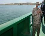رئيس هيئة قناة السويس يعلن موعد عبور السفن العالقة عند معبر القناة