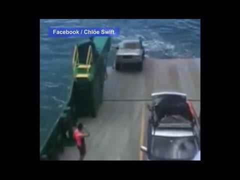 المغرب اليوم  - بالفيديو  سيارة دفع رباعي تضيع في المحيط أثناء احتفالات 2017