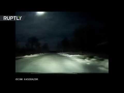 المغرب اليوم  - بالفيديو انفجار نيزك في سماء روسيا