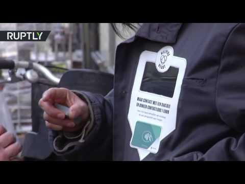 المغرب اليوم  - شاهد إطلاق سترة لمساعدة المتسولين في أمستردام