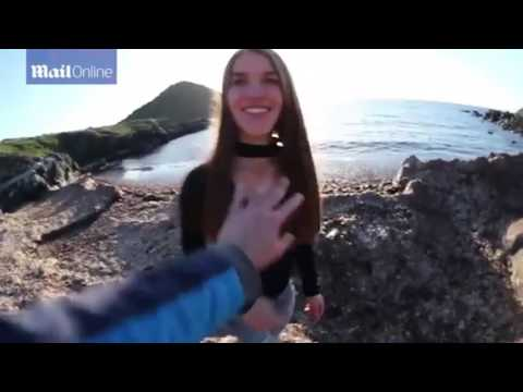 المغرب اليوم  - شاهد خدعة سيئة تتسبب في سقوط فتاة على الصخور