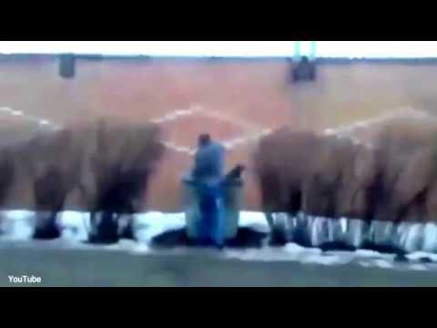 المغرب اليوم  - شاهد رجل يُلقي صديقته في سلة المهملات