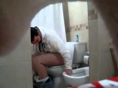 المغرب اليوم  - شاهد أغبى مقلب من شخص غبي في الحمام