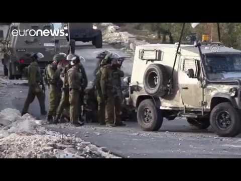 المغرب اليوم  - بالفيديو  مقتل فلسطيني وسحله من قبل جنود جيش الاحتلال