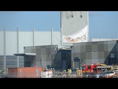 المغرب اليوم  - بالفيديو مقتل 5 أشخاص في سقوط طائرة فوق مركز تجاري في أستراليا