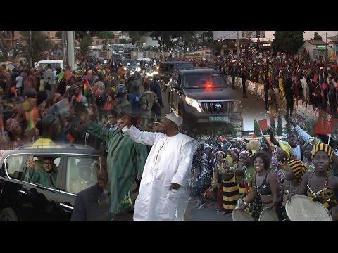 المغرب اليوم  - المواطنون يخرجون للشوارع لاستقبال الملك محمد السادس