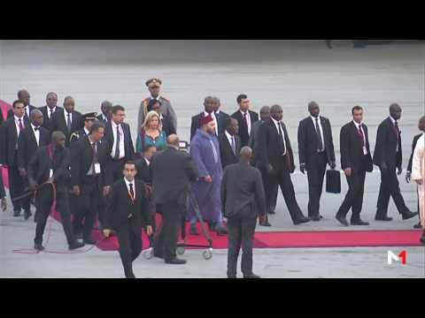 المغرب اليوم  - شاهد لحظة وصول الملك محمد السادس إلى الكوت ديفوار في زيارة رسمية