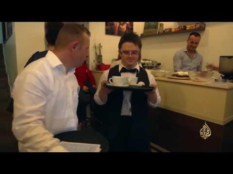 المغرب اليوم  - شاهد مقهى في كوسوفو عماله مصابون بمتلازمة داون